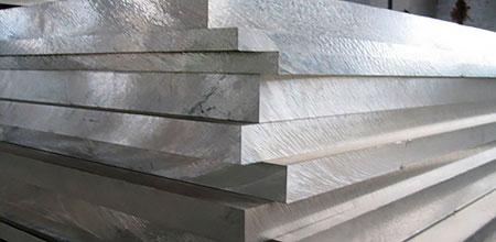 Из всех в настоящее время изготовляемых потолков одними из самых популярных и востребованных, пожалуй, являются алюминиевые подвесные потолки.